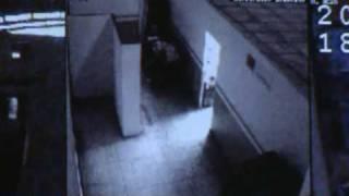 Cosas extrañas captadas por cámaras de seguridad... thumbnail