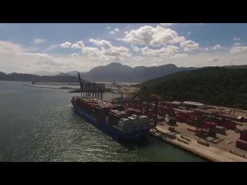 Atracação do navio Cosco Shipping Volga no Sepetiba Tecon