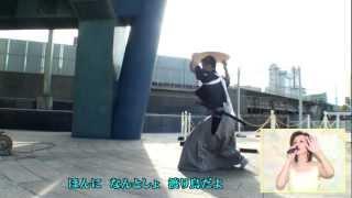 美空ひばりさんの「ひばりの渡り鳥だよ」です。 背景は、富山県の郷土芸...