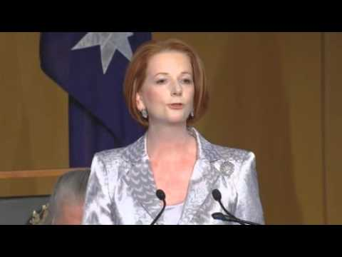 Australian PM Julia Gillard welcomes Queen Elizabeth but hints becoming Republic
