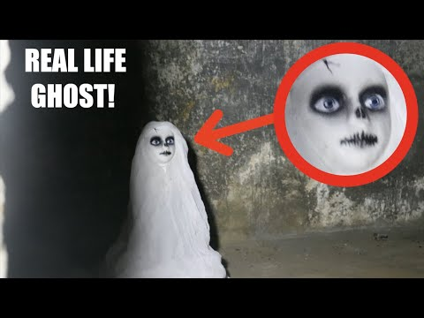 I FOUND A REAL HALLOWEEN GHOST IN AN ABANDONED HOUSE! *Real Life Ghost?*