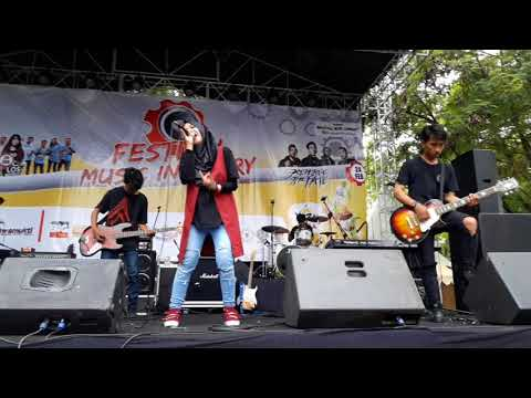kotak---terbang-cover-mafiakids-(-live-in-festival-music-industry-)