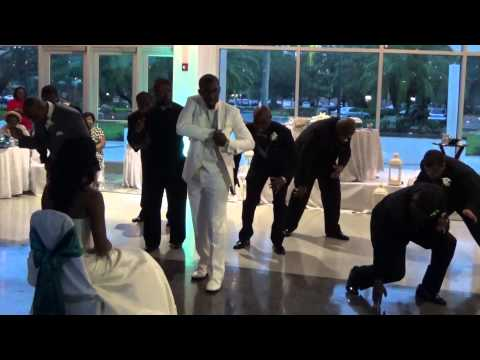 Uptown Funk surprise wedding dance