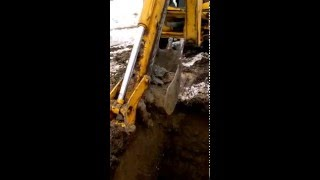 Рытьё колодца трактором - п. Удальцово.(часть 1)(Колодец