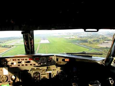 TNT Airways Boeing 737-300 - Cockpit View.