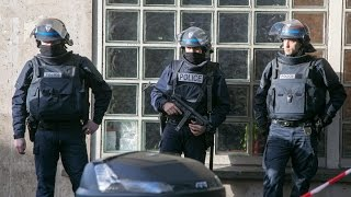 مسلحون يحتجزون رهائن في بلدة روبيه في شمال فرنسا