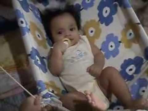 Baby Nixie -- Laro sa duyan (PA190021)