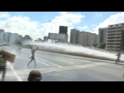 Fresh clashes at anti-Maduro protest in Caracas