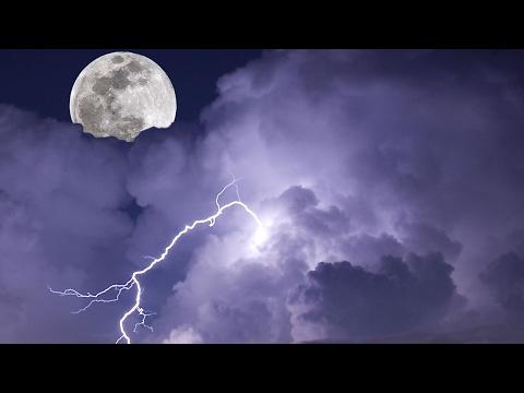 Einschlafmusik - Regengeräusche Klaviermusik 4K Wald Wasserfall - Entspannungsmusik