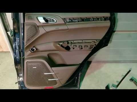 Porsche Cayenne 958 снятие задней обшивки двери.