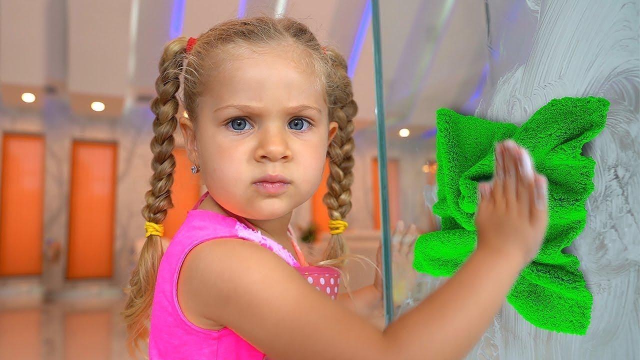 Download Diana Membantu Ibunya! Anak-Anak Bermain Dengan Mainan Pembersih!