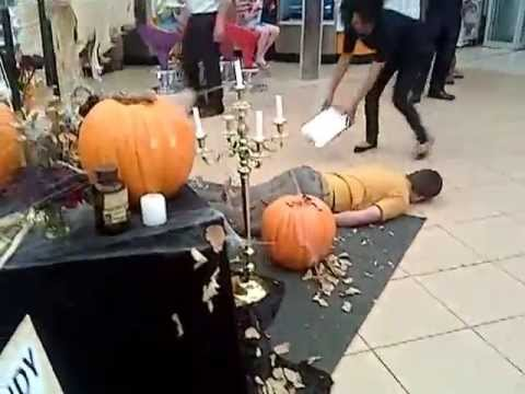 Kelsi - Halloween Prank Takes Another Turn When Customer Plays Their Own Prank