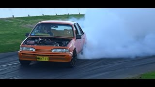 MNYPIT V8 COMMODORE BURNOUT AT SYDNEY DRAGWAY 26.7.2015