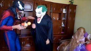 Человек паук-Веном Джокер против Рапунцель длинные волосы.