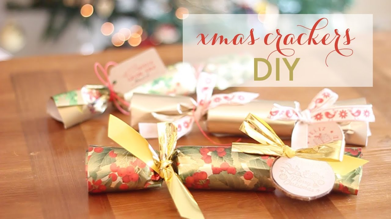 diy navide o christmas crackers youtube. Black Bedroom Furniture Sets. Home Design Ideas