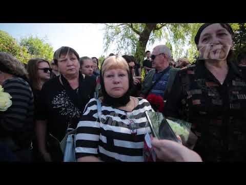 Экс-спецназовца Белянкина хоронили сотни человек: слезы, траурные залпы, море цветов