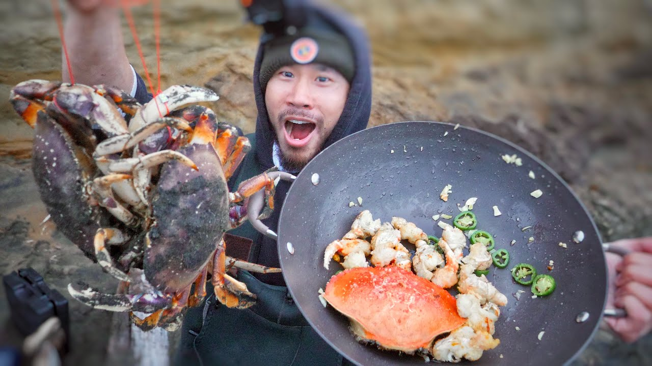FRIED CRAB MEAT and HEAD On The Beach!! (Catch Clean Cook)