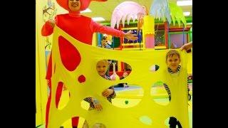 Свинка Пеппа на детском дне рождении.Видео созданое для нас Google фото. Entertainment for children.