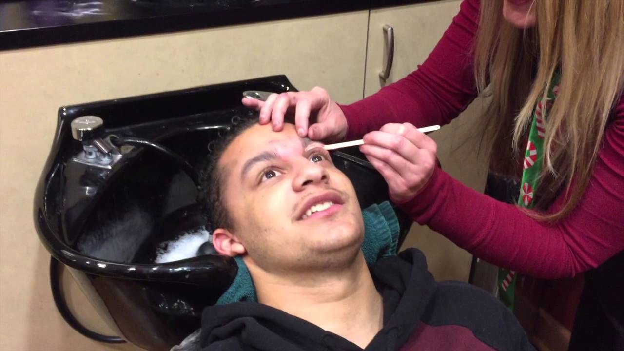 Guys Get Their First Eyebrow Waxing Youtube