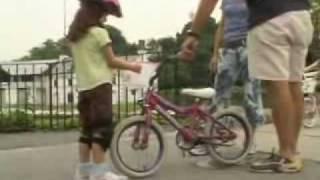 Как научиться ездить на велосипеде(Видео к заметке http://www.velorama.ru/articles/beginners/start.phtml Оригинал: http://www.youtube.com/watch?v=iO7HsWf8cbI., 2010-04-25T22:58:39.000Z)