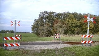 Spoorwegovergang Loppersum // Dutch railroad crossing