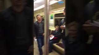 Неизвестные люди заставили пассажиров новосибирского метро петь песню. 23 мая 2018 года