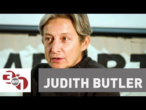 Manifestantes pró e contra Judith Butler protestam no Sesc Pompeia em São Paulo