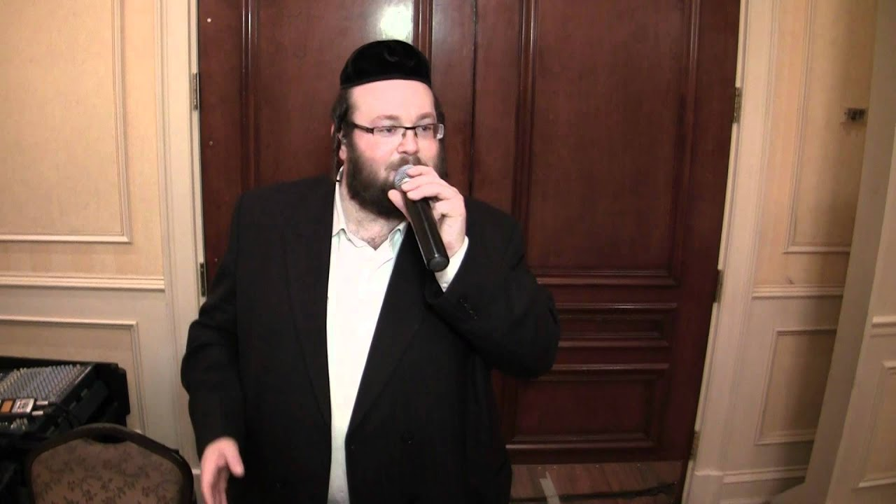 Chezky Levy sings at Wedding