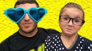 Kid and Daddy play with color Glasses!