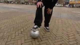 تعلم مهارة لتعدي من لاعب بطرية جميلة - كرة القدم