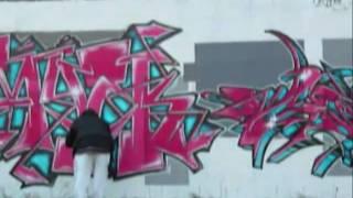 Graffiti - watch a cool writer at work