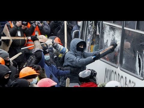 Ukraine protests: Clashes as thousands defy protest law in Kiev