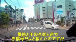 赤信号無視を警察官に「ガン見」されて即刻検挙!(ドラレコ映像)170606 thumbnail