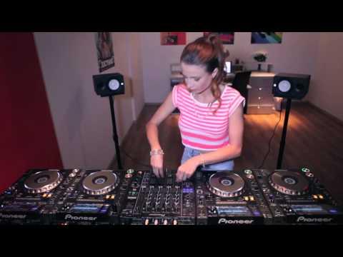 Juicy M mixing on 4 CDJs vol  4