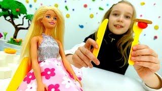 Игры для детей. Видео Катя и кукла #Барби в Ресторане! 🍴Правила Этикета! Видео #Игрушки для девочек