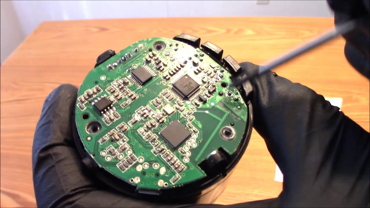 How To Take Apart The EasyACC Portable Bluetooth Speaker To See The  Technology Inside
