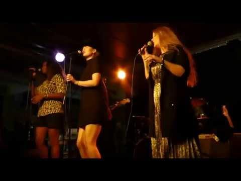 Blue Sisters - Ina Forsman, Tasha Taylor och Layla Zoe