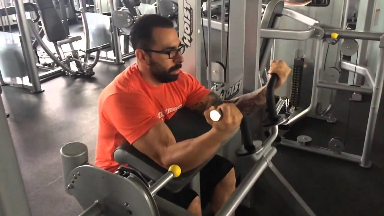 Curl de biceps en el banco scott