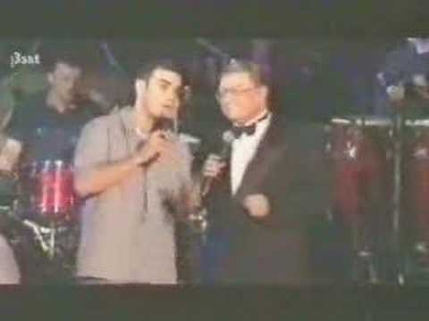 Robbie Williams singing That's Life with his dad