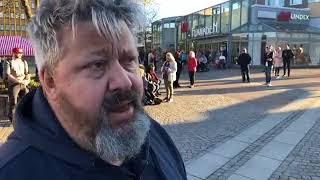LIVEREPORTAGE OM VÅLDET I VÄRNAMO Jag befinner mig i Annie Lööfs hembygd Vä