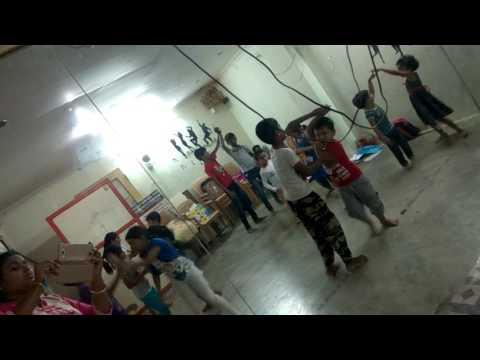 Manthan Academy students dances for the song raja di raja zoom movie song