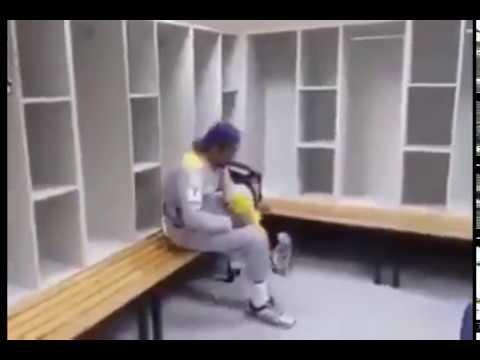 Cute Pakistani Cricketer Sarfraz Ahmad Singing Naat thumbnail