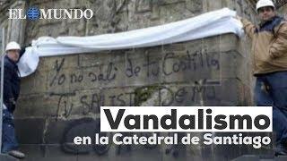 Vandalismo en la Catedral de Santiago: pintan mensajes contra la Iglesia, los Borbones y Vox