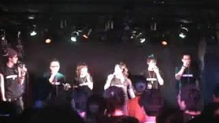 アニソンアカペラグループJUSTICEの2007年に行われたライブの模様です。