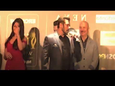 Salman Khan Kiss Katrina Kaif In Back Stage Of IIFA Leaked Video || BollywoodGossip Studio thumbnail
