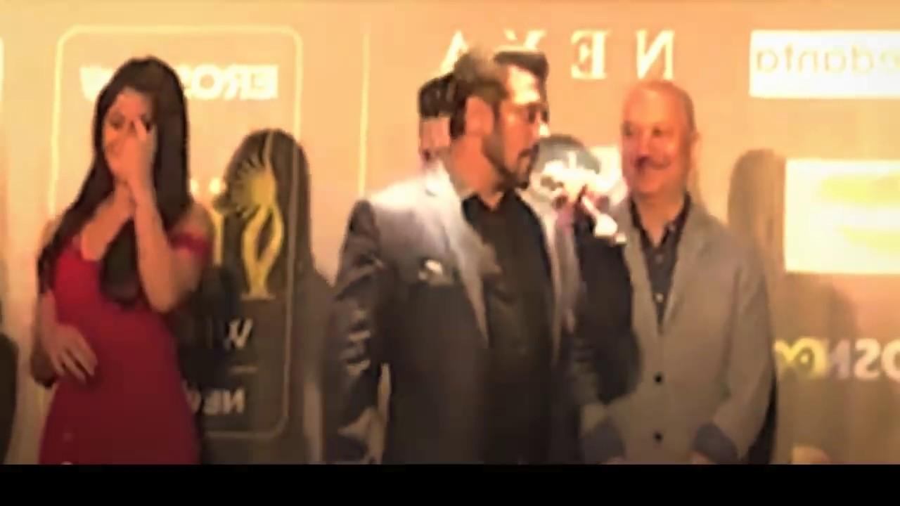 Salman Khan Kiss Katrina Kaif In Back Stage Of Iifa Leaked -7172