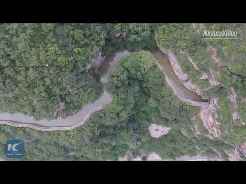 1,500 km canal carved out on steep cliffs in Henan, China