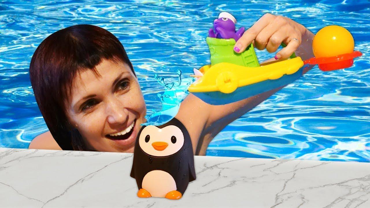 Маша Капуки и игры в бассейне. Игрушки и веселая песенка - Развивающее видео для детей