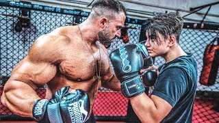 Bodybuilder vs YouTuber! Talha wird beim Boxen vermöbelt!
