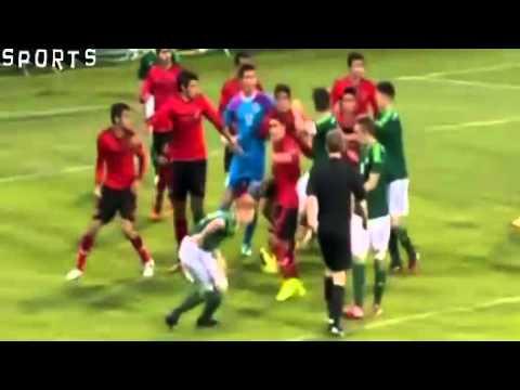 Cầu thủ trẻ đánh nhau như côn đồ ở Milk Cup 2014